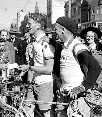 Russell Mockridge - Russell Mockridge (left) and Hubert Opperman arrive in Sydney from Melbourne in 1948