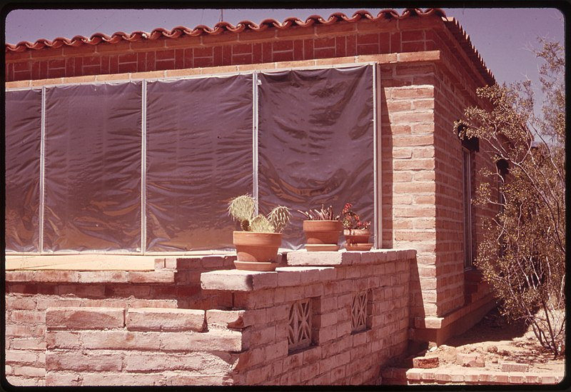 File:SIDE WALL OF A HOME NEAR TUCSON, ARIZONA. SOLAR HEATING PANELS LIE UNDERNEATH THE PLASTIC COVERING WHICH HEATS AIR TO... - NARA - 555340.jpg