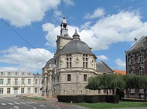 Saint-Amand-les-Eaux - Image: Saint Amand les Eaux, l'échevinage de l'abbaye in straatzicht foto 5 2013 05 09 14.19