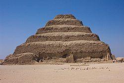 Resultado de imagen de piramide escalonada de zoser