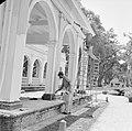 Schilders bij het Gouvernementspaleis aan het Gouvernementsplein in Paramaribo, Bestanddeelnr 252-2284.jpg