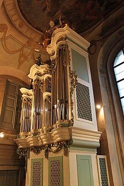 Schubertorgel Lichtental Hauptgehäuse links.jpg