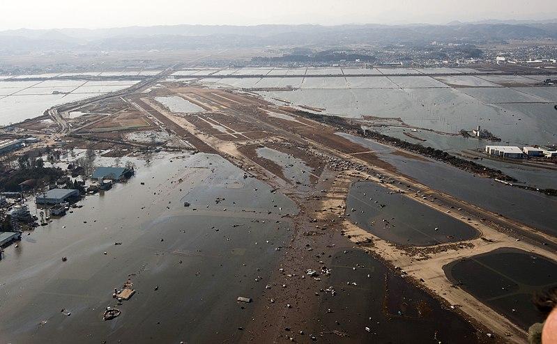 L'aeroporto di Sendai, Giappone, dopo lo tsunami dell'11 marzo 2010