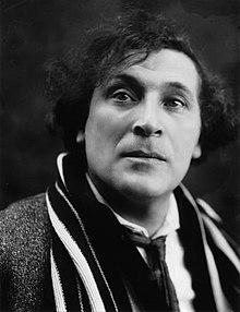 Marc Chagall nel 1920, in una foto di Pierre Choumoff Premio Wolf per le arti 1981