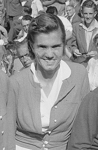 Shirley Fry Irvin - Irvin in the Netherlands in 1953