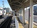 Shizuoka-railway-Kasugacho-station-platform-20101223.jpg