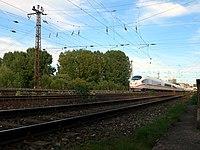Siebenbogenbrücke mit ICE 1.jpg