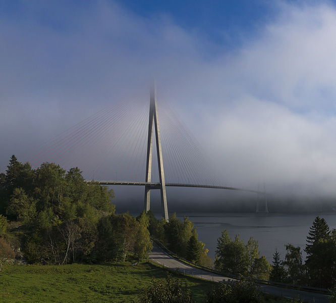 File:Skarnsundbrua september 2014.jpg