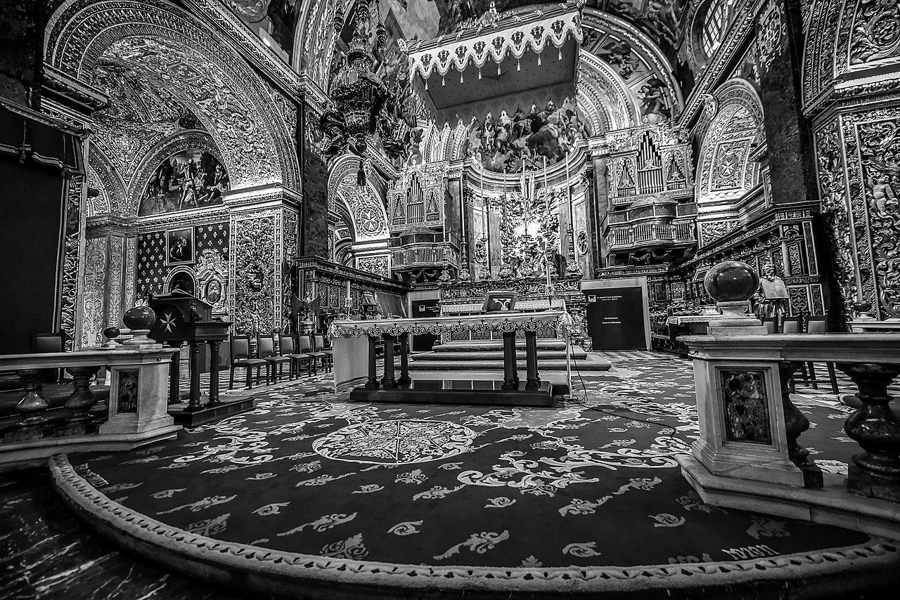 St John's Co-Cathedral Interior.jpg