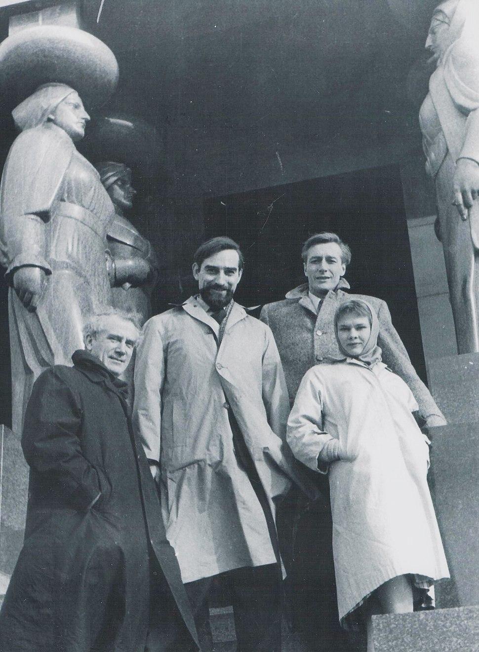 Stevan Kragujevic, Laurence Olivier, Judi Dench, John Neville and Joseph O'Conor in Belgrade