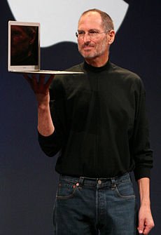 Steve Jobs s novým MacBook Airna MacWorld Conference & Expo (2008)