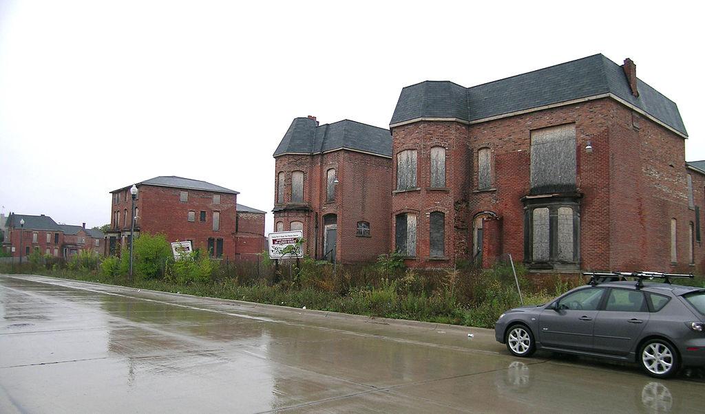 File:Streetscape on Alfred Woodward East Detroit.jpg ...
