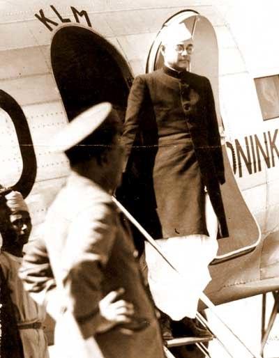 Subhas Chandra Bose arrives at Dum Dum aerodrome
