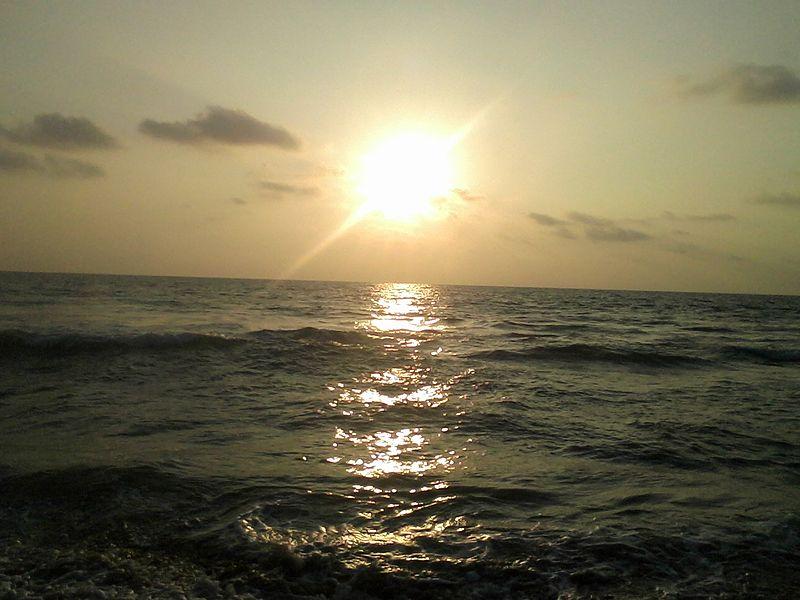 File:Sun set at Induruwa beach.jpg