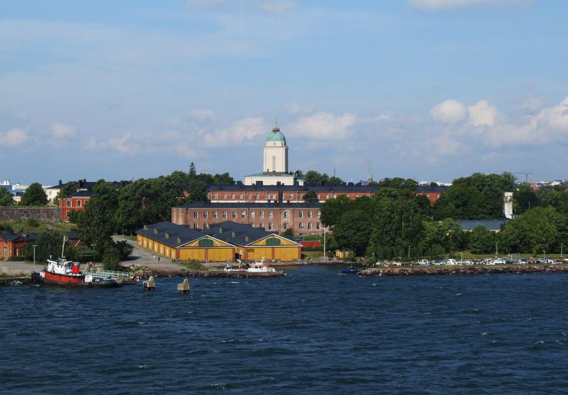 File:Suomenlinnan kirkko 2011.JPG