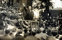 Howard Taft presentando la estatua de Custer, 1910
