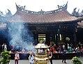 Taipeh Longshan-Tempel Zweiter Hof 4.jpg