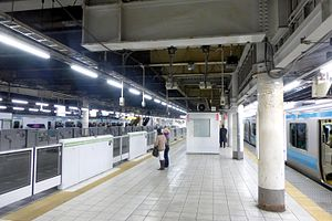 Tamachi Station (Tokyo) - The station platforms in January 2015