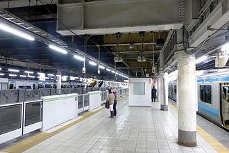 Tamachi Station (Tokyo) - The station platforms in January 2015