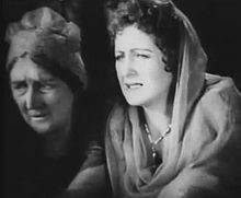 Tempe Pigott-Billie Dove in The Black Pirate.jpg
