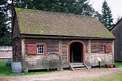 Le Fort Nisqually Granary.jpg