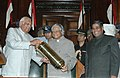 The Lok Sabha Speaker, Shri Somnath Chatterjee presenting a memento to the President, Dr. A.P.J. Abdul Kalam at the farewell function, in New Delhi on July 23, 2007.jpg