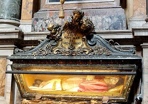 Tomb Pius V SM Maggiore n2