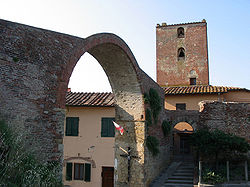 Arch and Tower of Castruccio Castracani.