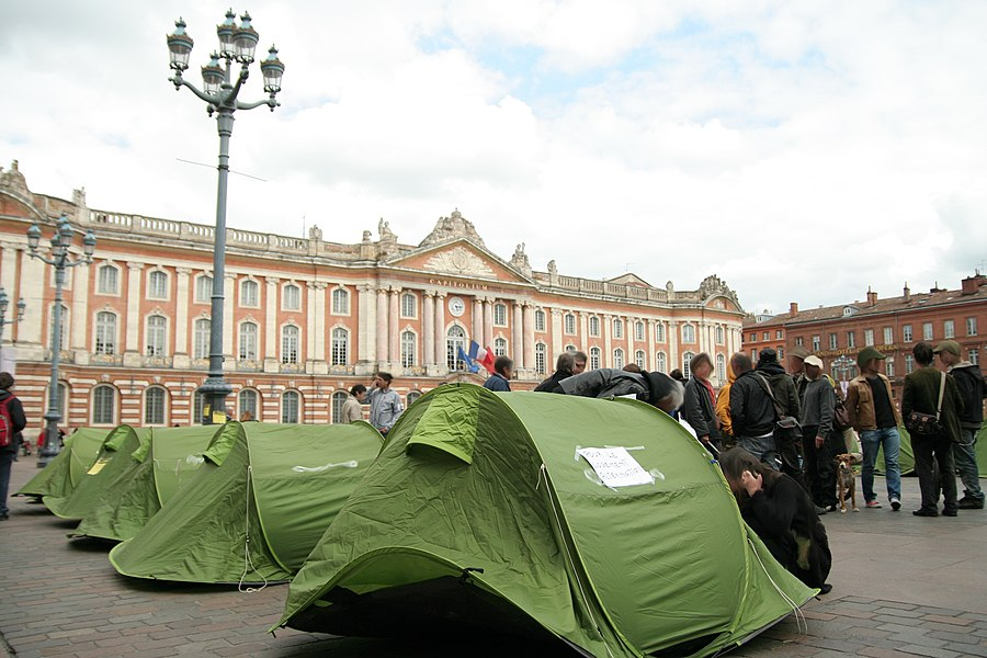 "Tents installed by charity ""Les Enfants de Don Quichotte"" on the Capitole place, Toulouse (France), May 2009."