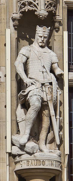 File:Town hall of Dunkerque - statue of Baudoin III de Flandre - detail-7582.jpg