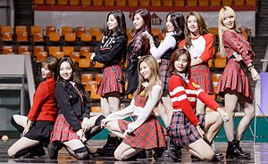 Twice performing at SAC 2016 02 (cropped).jpg