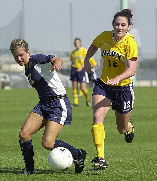 Berkas:US Navy 030907-N-9693M-004 Navy midfielder Ariana Downs tries to steal the ball from Drexler defender Jenna Carson during a soccer game at the U.S. Naval Academy's Glenn Warner Soccer Facility.jpg
