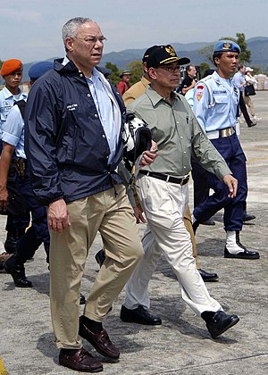 Alwi Shihab - Alwi Shihab with Colin Powell, Jan 5 2005