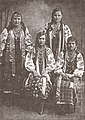 Ukrainian girls, 1909.jpg