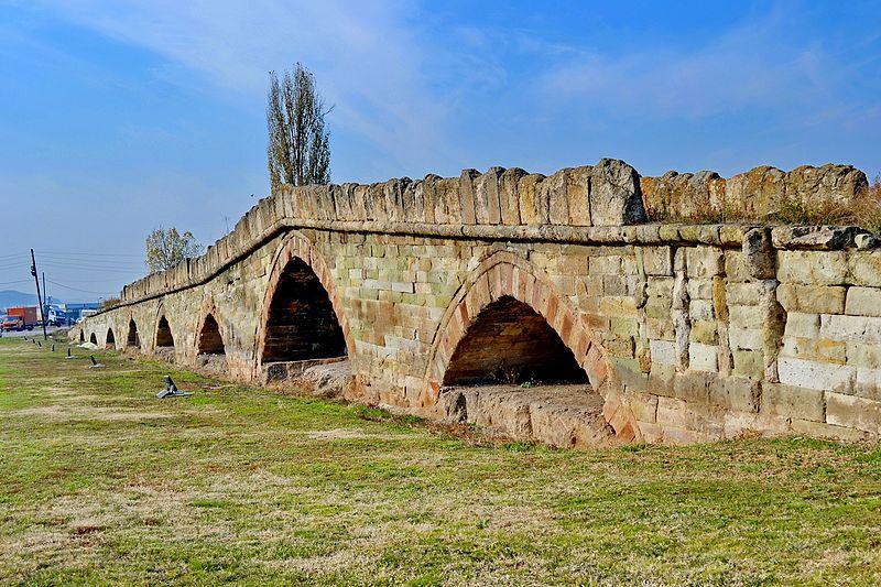 File:Ura e Vjetër e Gurit në Vushtrri.jpg