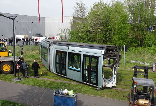 Valenciennes & Anzin - Déraillement de la rame de tramway n° 17 à la sortie du dépôt de Saint-Waast le 11 avril 2014 (029).JPG