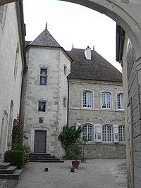 Vesoul - hôtel de Magnoncourt - courtyard.jpg