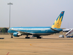 Vietnam Airlines Boeing 767-300ER VN-A762 SGN 2004-1-21.png