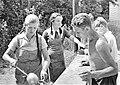 W Kleinfeldt - Essensausgabe im Sommerlager der Tübinger HJ in St. Johann (Juli 1935) (TJiG10).jpg