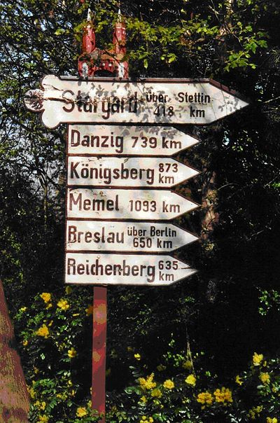 A road sign indicating former German cities and Reichenberg Wegweiser in Elmshorn.JPG