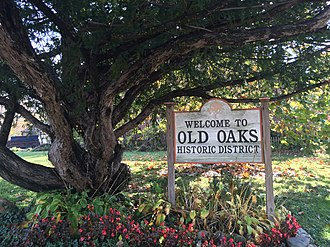 Old Oaks Historic District - A welcome sign to the Old Oaks Historic District