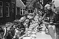 Westfriese marktdag in Schagen De jeugd aangezeten aan Westfriese broodmaaltijd, Bestanddeelnr 915-3311.jpg