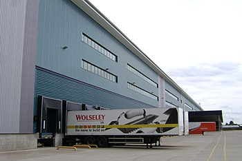 English: Wolseley, loading bays, Spa Park, Lea...