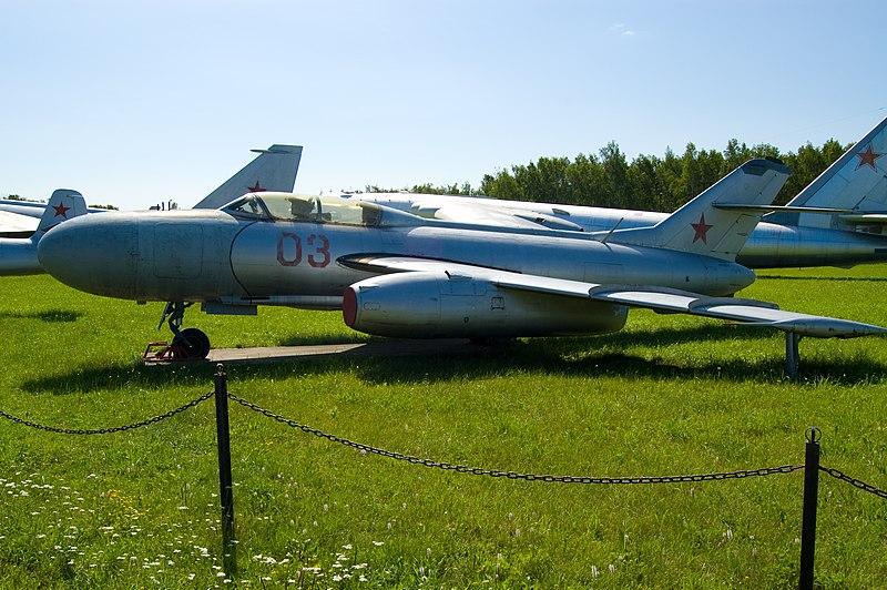 800px-Yak-25-2008-Monino.jpg