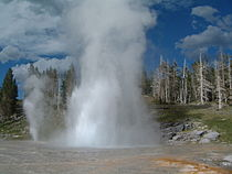 Yellowstone Grand Geysir 01.jpg