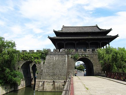 A city gate of Shaoxing, Zhejiang province, built in 1223 during the Song Dynasty Ying'en Gate in Shaoxing 04 2012-07.JPG