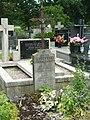 Zabytkowe groby na cmentarzu w Jazgarzewie 2.jpg