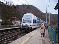 Zastávka Roztoky-Žalov, vlak.jpg