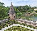 (Albi) Palais de la Berbie - Courtines et tour de la rivière.jpg