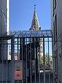 Église du Bon-Pasteur de Lyon au travers un accès immeuble rue du Bon-Pasteur à Lyon.jpg